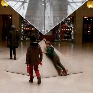 Les emmener chasser le dragon au Louvre