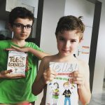 Deux mousticks heureux avec leurs nouveaux livres ! 123jelis destinationJeuxvideohellip